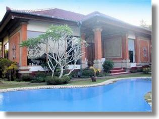 bali wohnhaus mit tempel abiansemal kaufen vom immobilienmakler villen badung. Black Bedroom Furniture Sets. Home Design Ideas