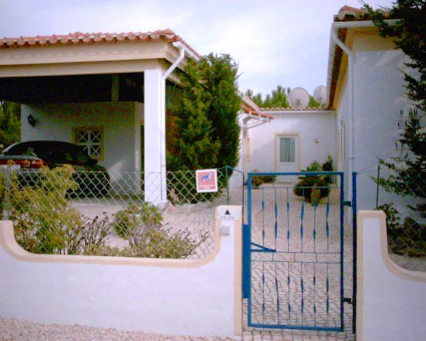 portugal algarve haus ferienhaus mit g stehaus in vale da telha kaufen immobilien. Black Bedroom Furniture Sets. Home Design Ideas