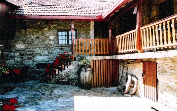 portugal bauernhof bauernhaus bei vila nova de cerveira. Black Bedroom Furniture Sets. Home Design Ideas