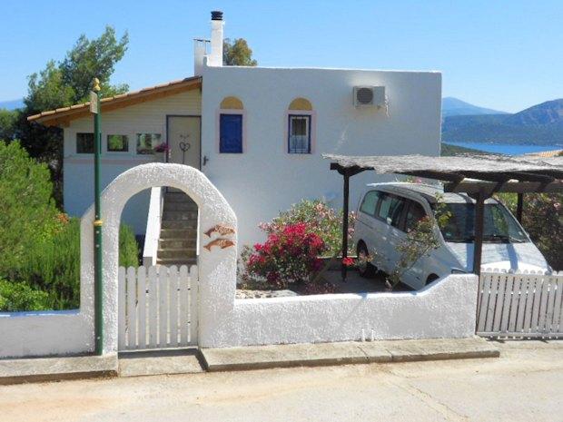 wohnhaus bei korinth in korfos peloponnes kaufen vom immobilienmakler. Black Bedroom Furniture Sets. Home Design Ideas