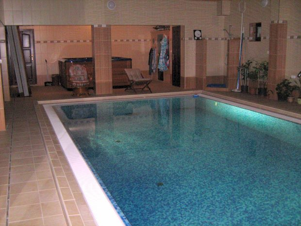 Swimming-Pool im Haus