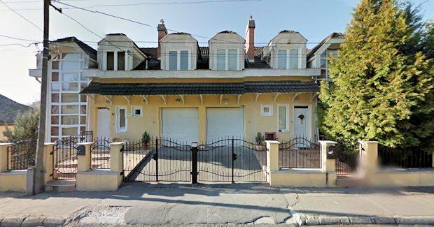 salgotarjan ferienhaus zweifamilienhaus in ungarn kaufen vom immobilienmakler. Black Bedroom Furniture Sets. Home Design Ideas
