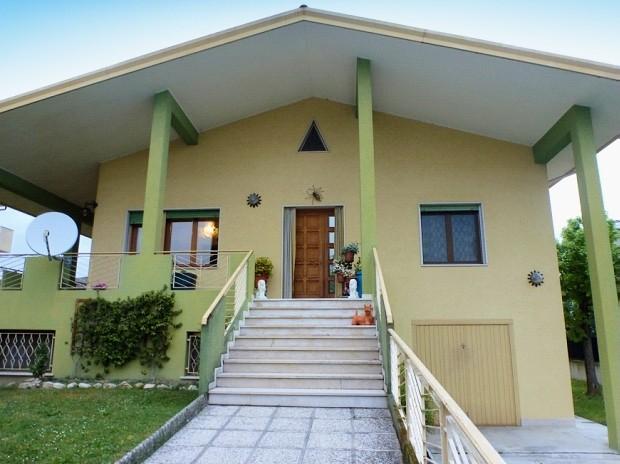villa ferienhaus in gaggio marcon venedig kaufen vom immobilienmakler wohnh user einfamilienh user. Black Bedroom Furniture Sets. Home Design Ideas