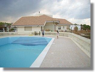 einfamilienhaus in syrakus sizilien mit pool kaufen vom immobilienmakler. Black Bedroom Furniture Sets. Home Design Ideas