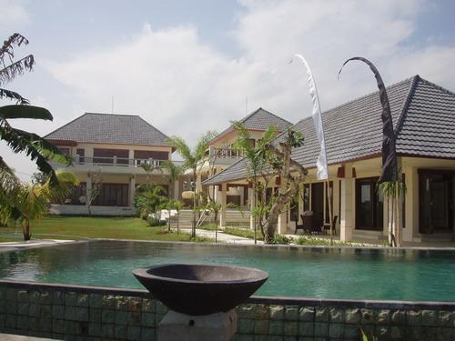 villa am meer mit g stehaus auf bali bei seminyak badung. Black Bedroom Furniture Sets. Home Design Ideas